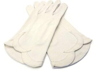 Crescendoe Cotton Gloves, Scalloped Edge, Evening Gloves, Driving Gloves, Off White, Cream, Fifites Sixies, Vintage Gloves