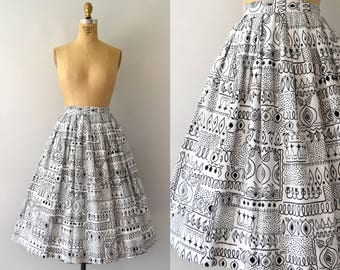 Vintage 1950s Skirt - 50s Black and White Garden Print Novelty Cotton Skirt