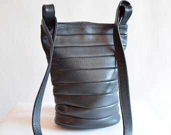 Vintage 1980s QUILTED black leather bucket bag