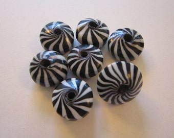 7 glass beads - black and white swirl