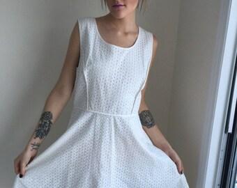 ON SALE vintage white eyelet dress sun dress shift  fress sleeveless beach wedding summer size large 80s 90s 1980s 1960s HAWAII