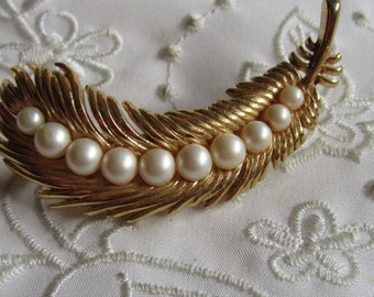 Vintage Gold Tone Feather Brooch with Faux Pearl Accents