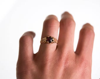 Antique Victorian 10k Gold Ring With Garnet c.1880s