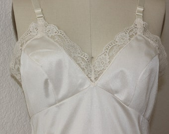 Vintage Full Slip in Cream/Off White by Movie Star *** Free Shipping to US address only ***