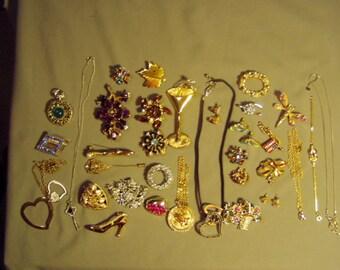 Vintage Lot Rhinestone 23 Pins 6 Pendant Necklaces Bracelet Earrings  9083