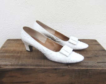 60s White Ostrich Kitten Heel Bow Pumps I Magnin Custom Made Size 8AAA