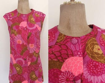 30% OFF 1970's Floral Cotton Hawaiian Sleeveless Button Up Vintag Suirt Size Medium Large by Maeberry Vintage