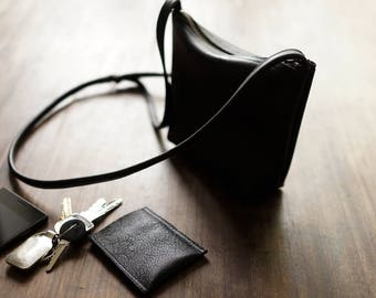 FOKS FORM Mi Bag 010, Minimal leather shoulder bag, messenger bag, small crossbody bag, every day bag, black leather crossbody purse, card