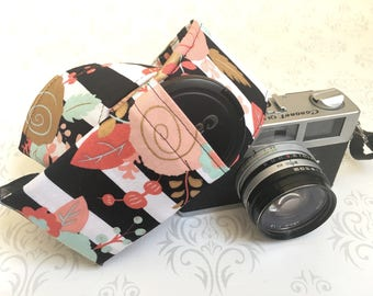 DSLR Camera Strap, Padded with 2 Lens Cap Pockets, Nikon, Canon, DSLR Photography, Photographer Gift, Wedding - Striped Floral Vintage