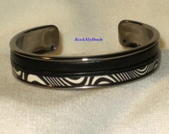 Black/White Squigly Print w/Black Leather Cuff Bracelet,jewelry,leather cuff,squigly print cuff bracelet,black cuff bracelet,cuff,bracelet