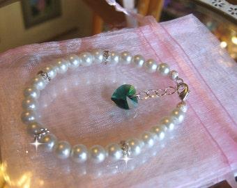 Custom Flower Girl Youth Swarovski Crystal Emerald Green Heart Rhinestone and Pearl Bracelet /Junior Bridesmaid Jewelry/Wedding Jewelry
