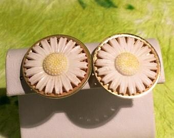 Flower Power 60's Daisy Clip Earrings