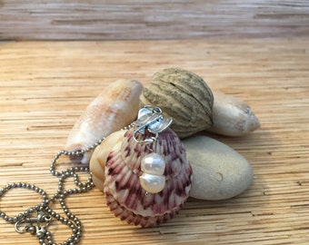 3 Scallop Shell Stingray Necklace