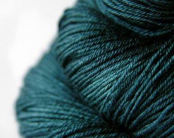 Giant clam closing forever - Merino/Silk Fingering Yarn Superwash