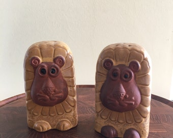 Vintage Lion Salt and Pepper Shakers Terracotta New Trends Inc