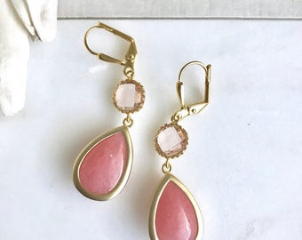 Wedding Jewerly. Coral and Peach Bridesmaids Earrings. Bridal Party Gift. Coral Pink Dangle Earrings. Gold Wedding Drop Earrings.