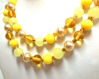 Sunny Yellow Double strand Necklace 60s Summer modern Glass beads chic Mom