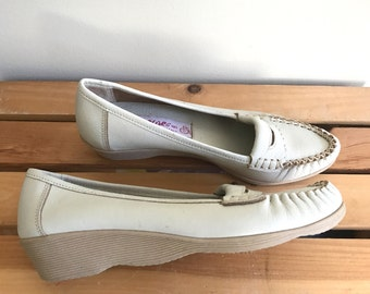 1970s deadstock egg white leather Famolare wavy platform loafers US 6.5 - 7 S