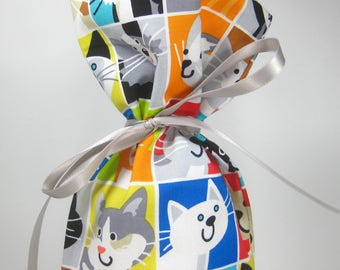 Cute Colorful Cat Faces, Class Wrap Wine Gift Bag