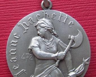 ss328.com_Art Nouveau Art Medal Pendant Gaul Warrior Gold by SarahAndJohns