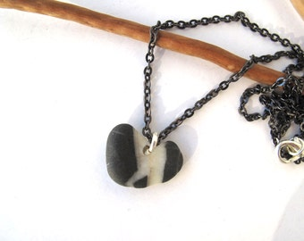 Rock Heart Necklace Beach Stone Pendant Mediterranean Pebble Jewelry Natural Stone Heart Valentine Jewelry Black Gunmetal Chain OLA