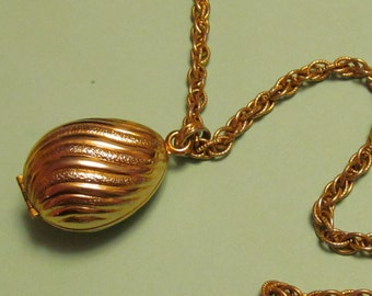 "Vintage Avon ""Golden Charmer"" Gold Tone Glace Necklace"