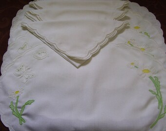 Set of Four Linen Placemats and Dinner Napkins