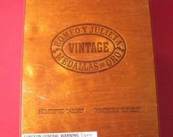 VTG IV Romeo y Julieta Medallas De Oro Humidified Cabinet Cigar Box-Domincan Republic
