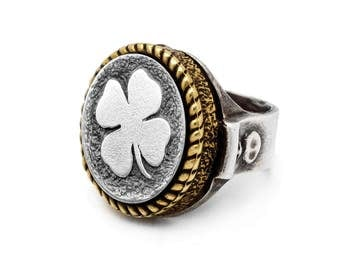 coin ring with the Clover  coin medallion Noa Tam coin jewelry