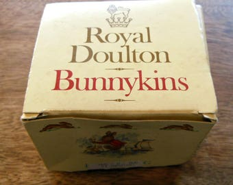 Vintage 1984 Royal Doulton Bunnykins Golden Jubilee Hug A Mug Cup, Puppet Show!
