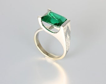 Emerald Ring, 10K White Gold Ring, Simulated Stone, Geometric Tall Modernist size 6, JJ White vintage