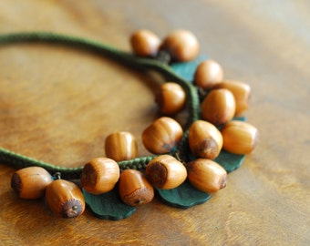 vintage 1930s nuts and wood leaves choker necklace