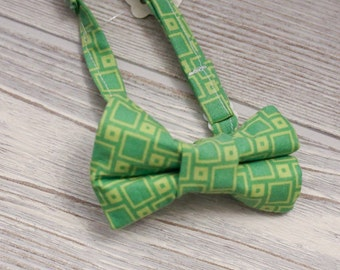 Boys  green print  bow tie made for newborn to age 12.