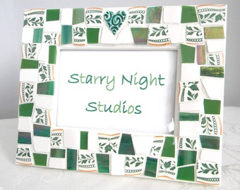 GREEN IVY Mosaic Frame - Broken China - Stained Glass - Heart Focal
