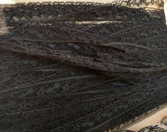 Vintage Black Lace Trim Carded Yardage - Retro Black Floral Trim With Scalloped Edge, A Ton Of Crafting Lace, Mid Century Supply, 108 FEET!