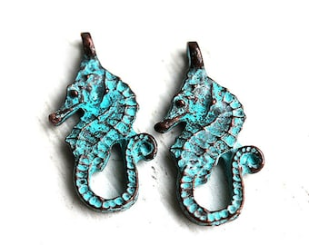 2pc Seahorse charms, Verdigris patina on copper, Greek charm beads, pendant, nautical - 24mm - F003