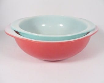 Set of 2 Vintage Round Pyrex Casseroles - Pyrex Flamingo Pink and Turquoise Round Casseroles