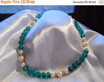 Holiday Sale Avon Raj Emerald Green Bead and Pearl Choker Necklace