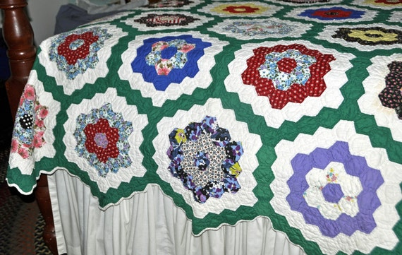 "Vintage 1930s GRANDMOTHER's FLOWER GARDEN Quilt, 67""x85"", Beautiful Colors, Excellent Like New Condition"