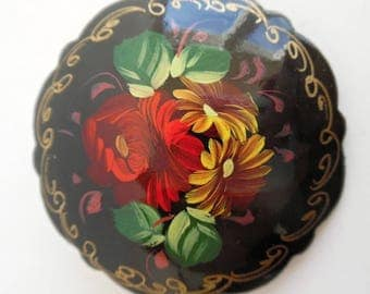 SALE :)) RUSSIA . Forest Flowers . Lacquer Hand Painted Wooden Brooch Pin 60s Scalloped Edge
