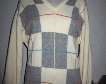 vintage colectble 100% wool sweater Pringle made in Scotland 107/42 size large color off white gray argyle