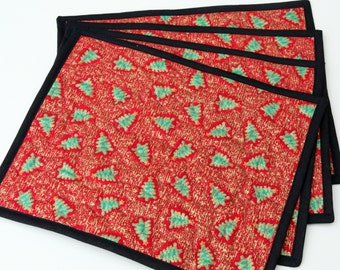 SALE Set of 4 Quilted Christmas Tree Place mats / Table mats, Handmade by PingWynny
