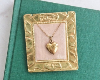 Gold Heart Locket / Petite vintage yellow gold fill necklace / 1920s Art Deco Kids jewelry / La Petite a LA Mode II