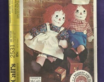 Vintage 1970 McCalls 2531 Raggedy Ann & Andy Dolls Three Sizes 15 20 25 inches Tall UNCUT