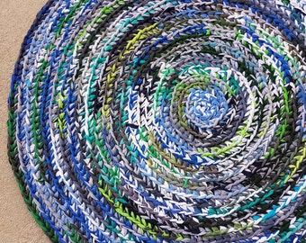 Blue Green Teal Round Area Rug Crocheted from Recycled T-shirts / Washable Rug / Blue Green Rag Rug