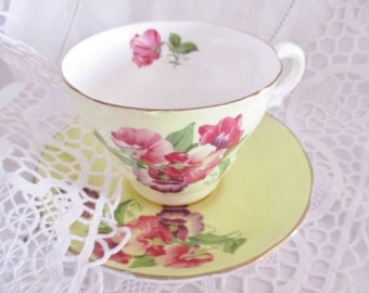 Vintage handpainted yellow teacup and saucer, sweet peas teacup, Balfour Best Bone China England, summer tea set,excellent condition