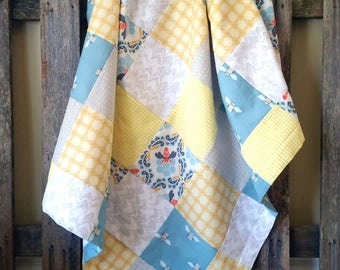 MADE TO ORDER || Bee Baby Blanket || Yellow & Teal Patchwork Blanket || Pastel Baby Blanket with Minky || Modern Patchwork Blanket