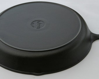 """Vintage LODGE 15 1/2"""" Width Near Mint Very Rare Size No. 14 Cast Iron Skillet Pan w/ Lid Cover, Professionally Cleaned, Seasoned Organically"""