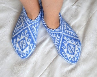 knitted slippers, womens slippers, white and blue geometric Slippers, Turkish Socks, knit socks, home shoes, wife mom grandma gifts