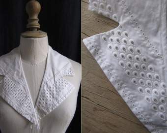 Vintage white cotton collar with embroidery